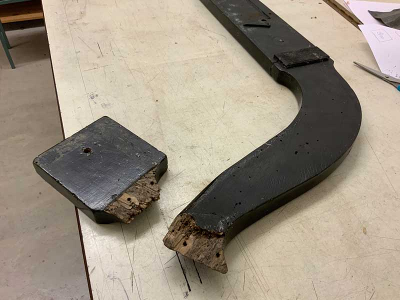 25. The pedal stretcher is in a poor state.